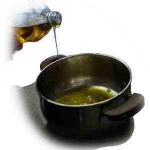 Versare olio di oliva